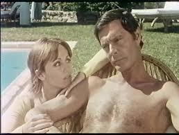 Louis Jourdan et Caroline Cartier, dans Plus ça va, maoins ça va (1977), de Michel Vianey